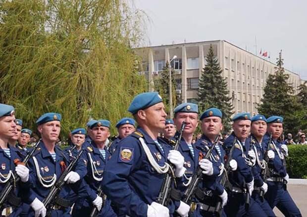 Более 3-х тыс. военнослужащих,  свыше 200 суворовцев и около 250 единиц боевой и специальной техники ВДВ приняло участие в военных парадах и торжественных шествиях в День Победы по всей стране