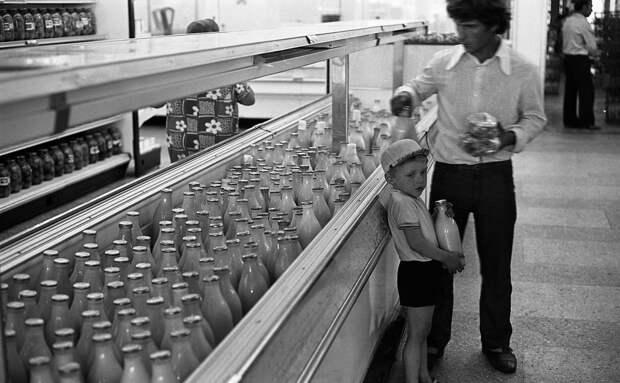 Страшные фото магазинов в последние годы СССР.