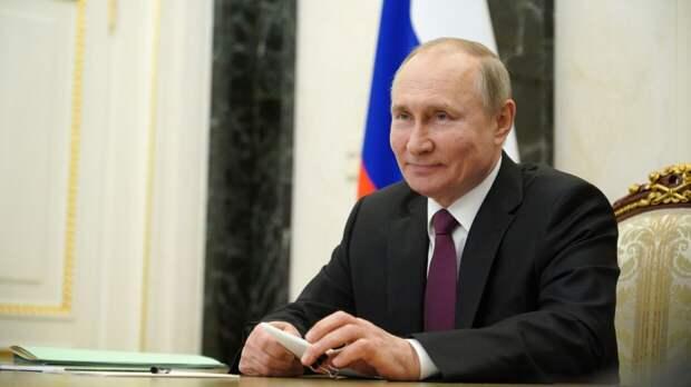 """Песков объяснил слова Путина о России, от которой """"что-то хотят откусить"""""""