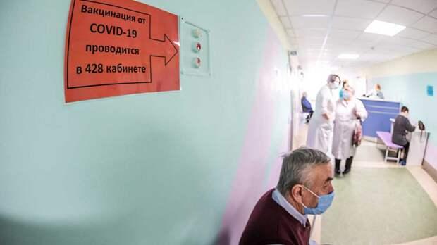 Когда вакцинацию от коронавируса лучше отложить, объяснил российский врач