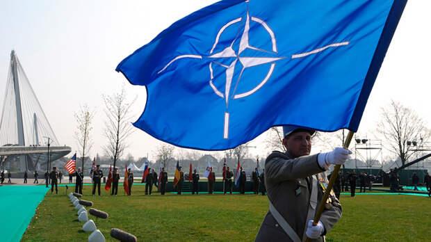 Русские военные эксперты предостерегают президента: НАТО и Байдену верить нельзя