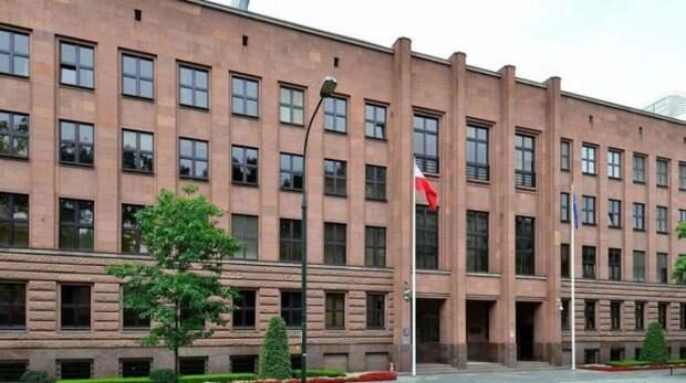 Польша вслед за санкциями США объявила о высылке трех российских дипломатов