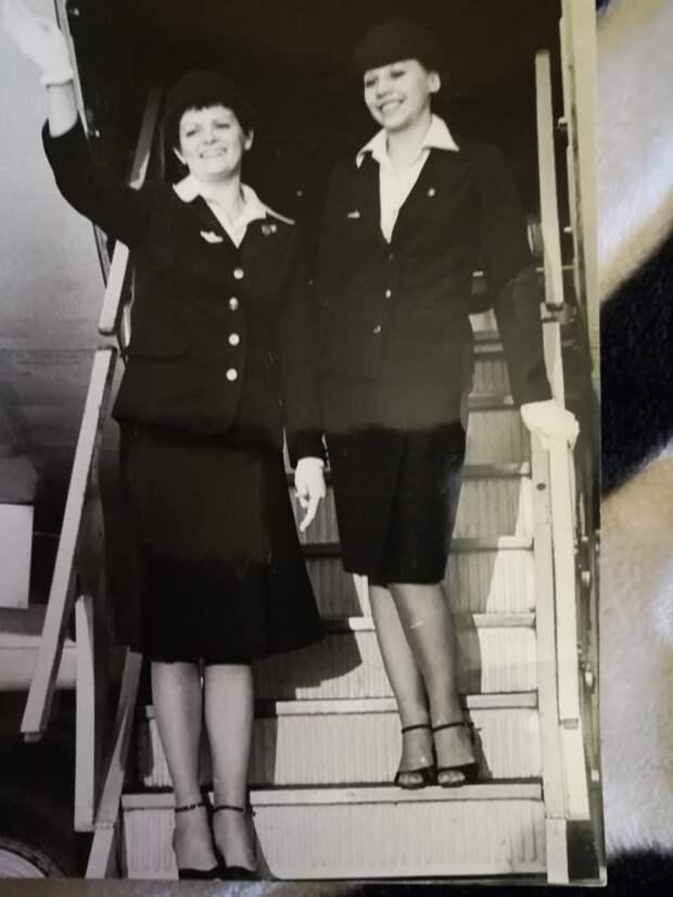 Стюардесса Галина (слева) работала на внутренних авиалиниях/Из личного архива