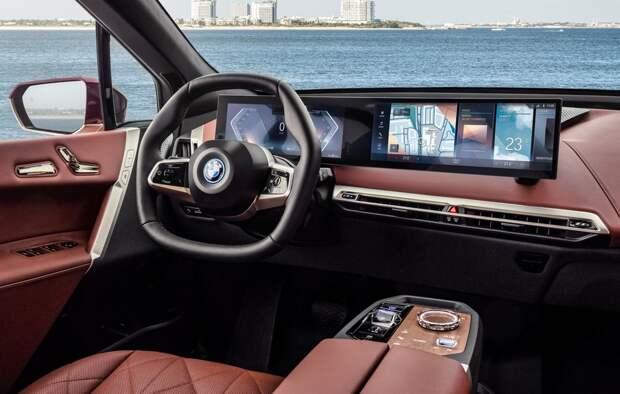 BMW представляет новую информационно-развлекат ельную систему iDrive 8 с поворотным контроллером в комплекте