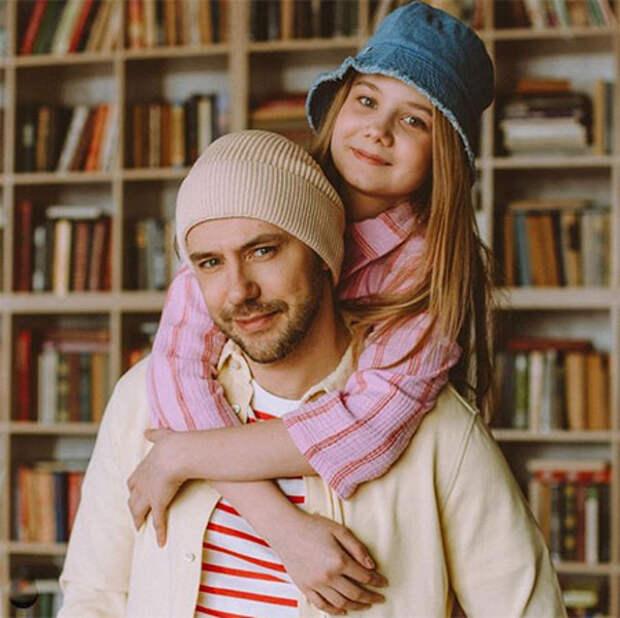 Ольга Арнтгольц стала мамой на 20 дней раньше сестры Татьяны