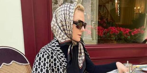 Образ дня: Рената Литвинова показала, как не бояться пестрых принтов и сочетать их друг с другом этим летом