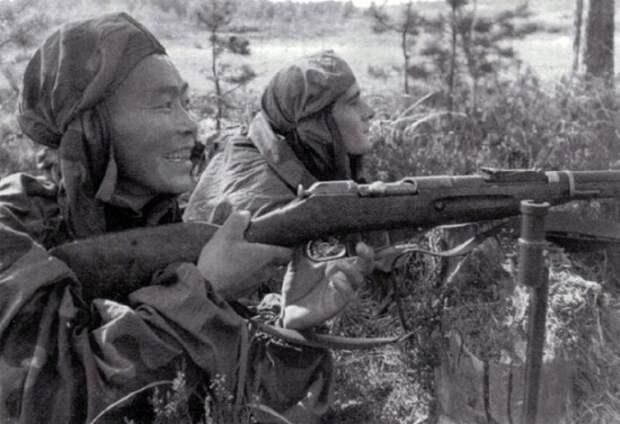 Почему советские снайперы всегда шли на задание с наблюдателями