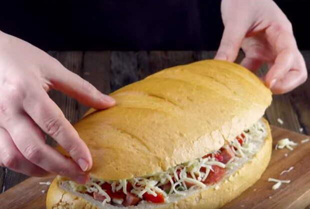 Когда начинка выложена, сверху накрываем хлебной *крышечкой*.