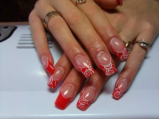 Виды красного маникюра на короткие и длинные ногти с рисунком