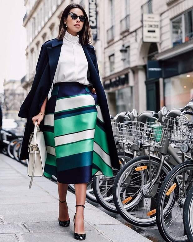 Все цвета радуги: как носить яркую полоску на работу и на вечеринку этой весной