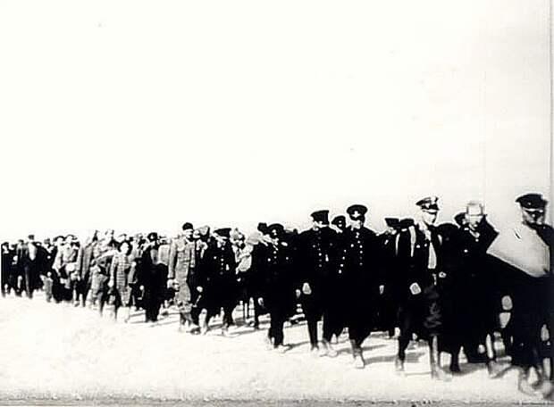 Сотни тысяч людей были сорваны с родных мест и брошены через полстраны Фото: wikimedia.org