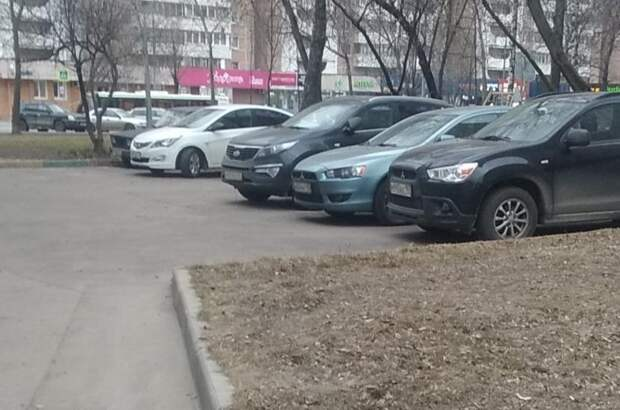Двор в проезде Дежнёва очистили от мусора и хлама