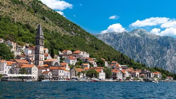 Власти Черногории снимут все коронавирусные ограничения для туристов из России
