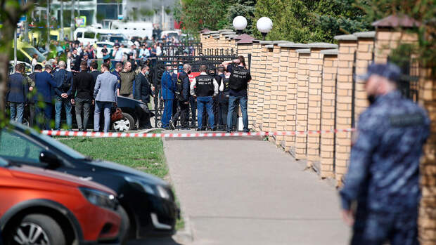 При стрельбе в школе в Казани погибли семеро детей