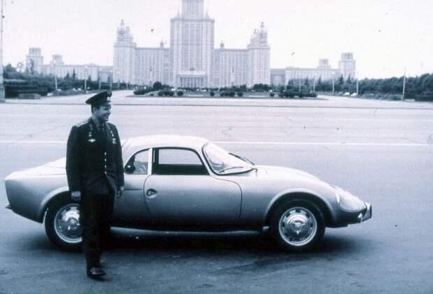 Юрий Гагарин в кругу близких