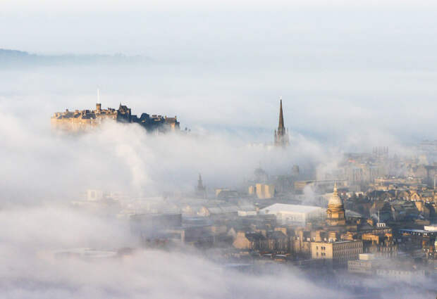 Красивый туман  в Эдинбурге, Шотландия