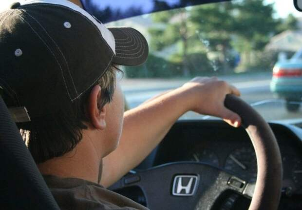 Пускать за руль могут начать уже с 17 лет, но с условием