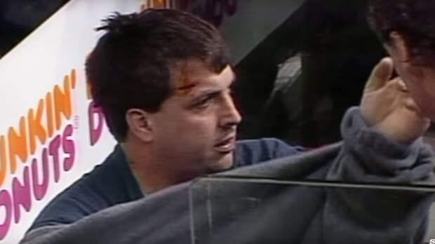 Скандальная драка легендарного тафгая. Доми избил фаната, который вывалился на скамейку штрафников