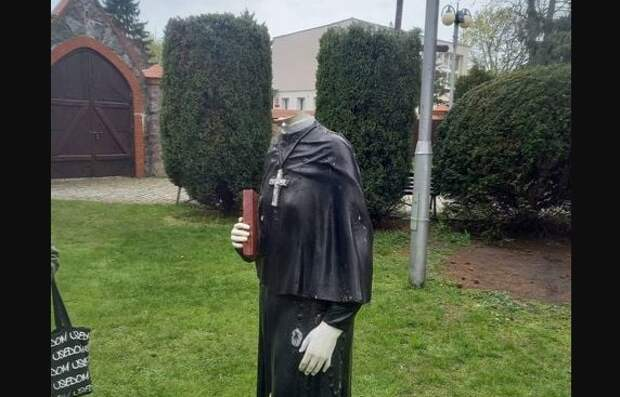 ВПольше разрушили статую Иисуса Христа