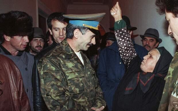 «Мы все были лохами, верили Дудаеву». Идеолог отделения Чечни от России о войнах в республике, мафии и жестокости 1990-х