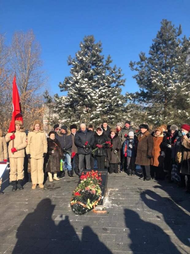 Молодые парламентарии Левобережного почтили память воинов, погибших в Афганистане