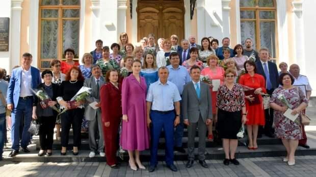 Крымские медики награждены государственными наградами и парламентскими премиями