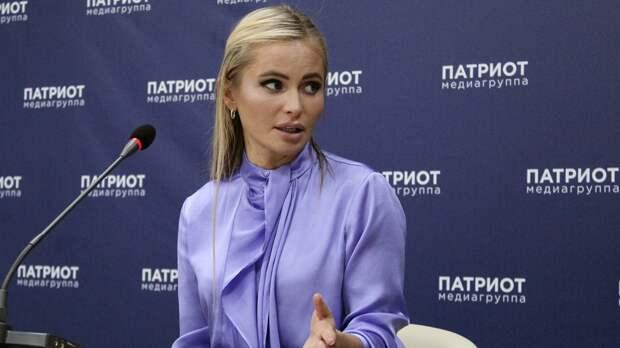 Дочь телеведущей Даны Борисовой показала переписку с оскорблениями отца