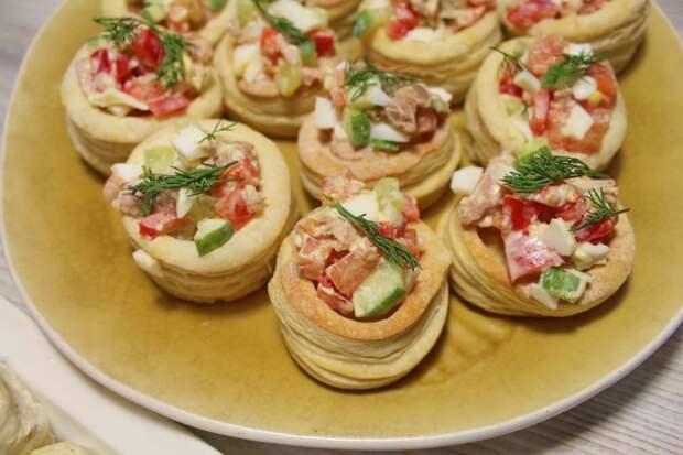 Волованы с салатом из тунца и овощей - видео рецепт