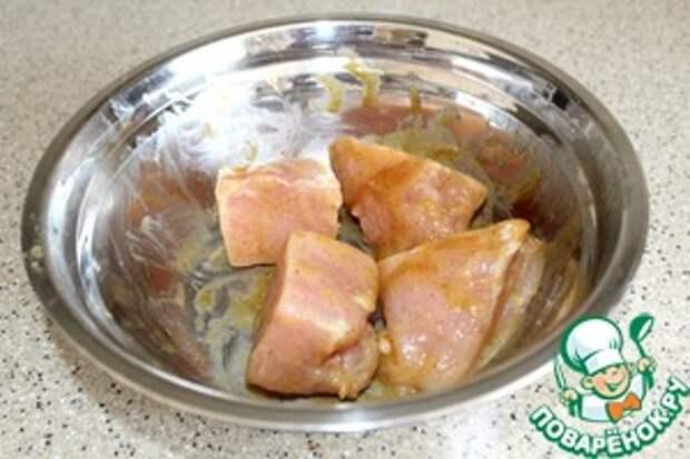 Курица под сливочным соусом с киви