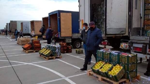 Торговцам с оцепленного рынка под Ростовом пригрозили снести бульдозерами павильоны с товаром