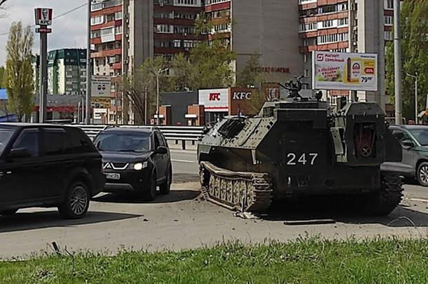 Бронемашину уронили при перевозке в Волгограде