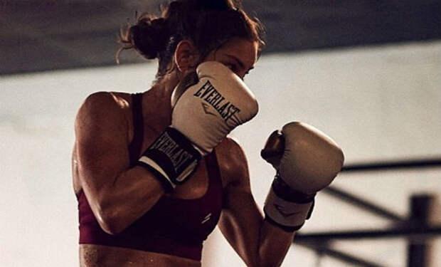 Утренний танец девушки-боксера сделал ее знаменитой