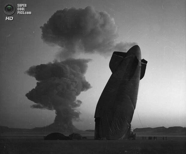 США. Невада. 7 августа 1957 года. Дирижабль, который был повреждён взрывной волной после испытаний ядерного оружия. (National Nuclear Security Administration)
