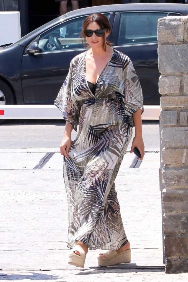 Элегантное платье Моники Беллуччи для богемного отдыха