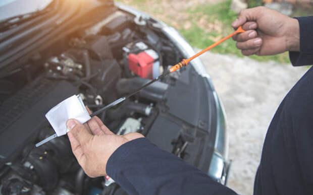 Вечный миф водителей: на холодном или прогретом моторе проверять масло?