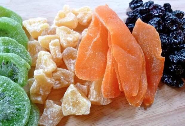 Вместо натуральных ягод и фруктов могут использовать желатин и красители / Фото: munevver.net