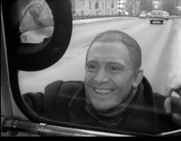 Кадр из фильма «Берегись автомобиля». / Фото: www.twimg.com