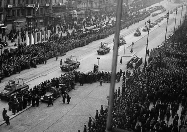 Фото дня. Прага в 1938 году и Прага в 1968 году