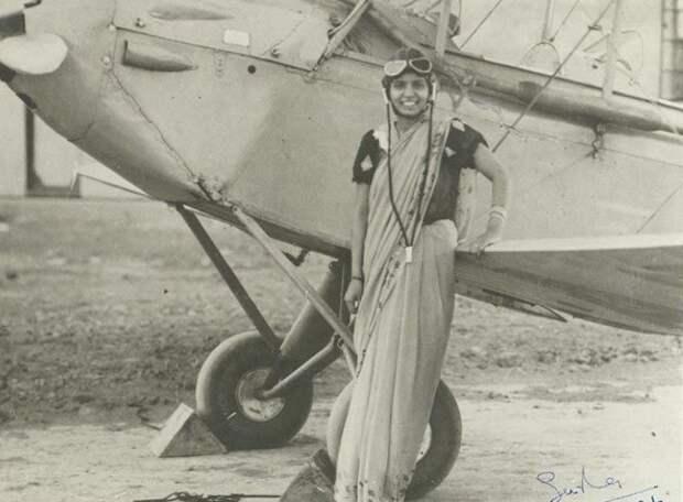 Первая лётчица Индии Шарла Такрал.