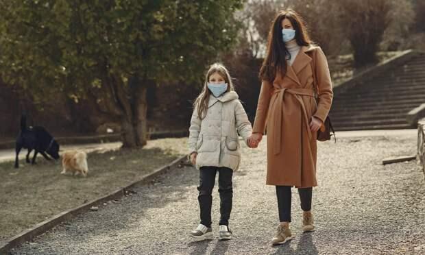 Заболеваемость COVID-19 в России снизится не раньше лета