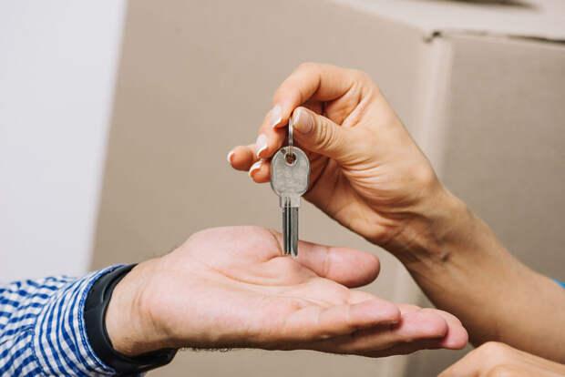 Впервые за год в России подешевело жильё