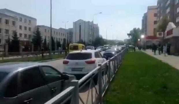Взрыв и стрельба в школе в Казани: детей срочно эвакуируют