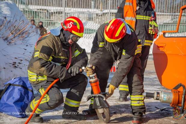 Пожарные и спасатели столицы повышают профессиональный уровень оказания помощи пострадавшим в ДТП