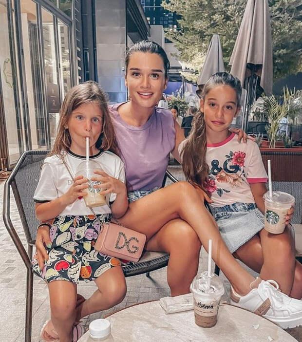 Черно ответила на вопросы о втором ребенке, а Бородина не помогает дочери с уроками: соцсети звезд