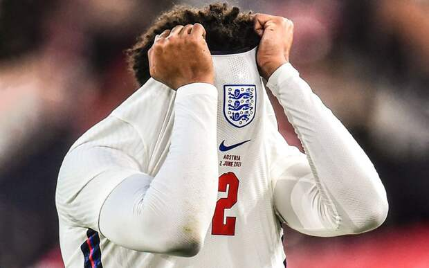 Футболист сборной Англии Александер-Арнольд получил травму в матче с Австрией