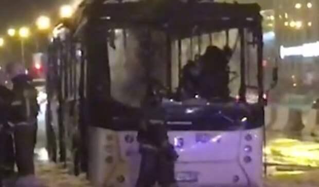 Названа причина возгорания автобуса спассажирами напроспекте Стачки вРостове