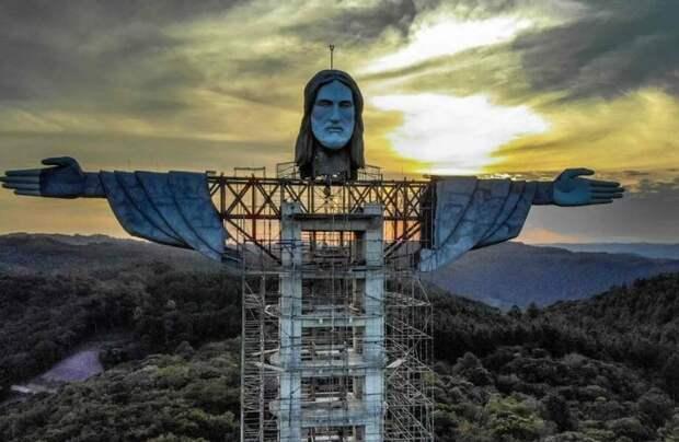 Бразильцы строят еще одного Иисуса Христа