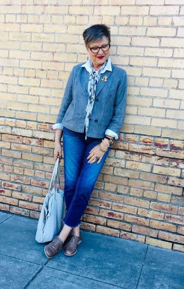 Стильные образы в брючках для современной женщины 60+