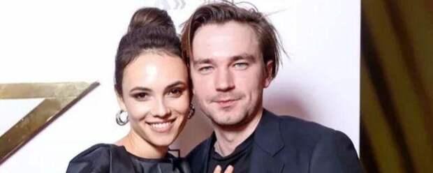Александр Петров публично поздравил свою девушку с победой на «Событии года»