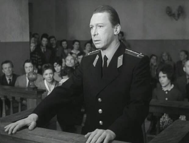 Олег Ефремов в фильме *Берегись автомобиля*, 1966   Фото: kino-teatr.ru
